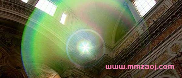 BBC科普纪录片《光的故事 Light Fantastic》全4集下载 avi/640×352/英语中字 百度网盘